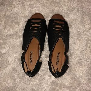 Kidsteens Black Crisscross High Heels
